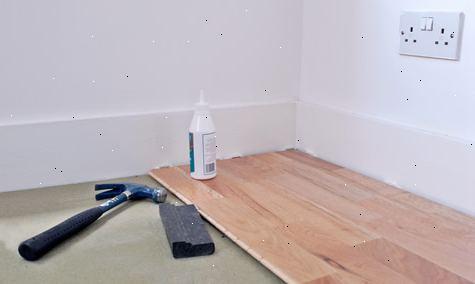 Legge gulv under kjøkkeninnredning